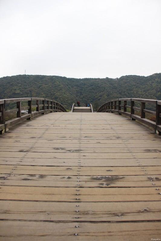 錦帶橋的橋面是用木做的