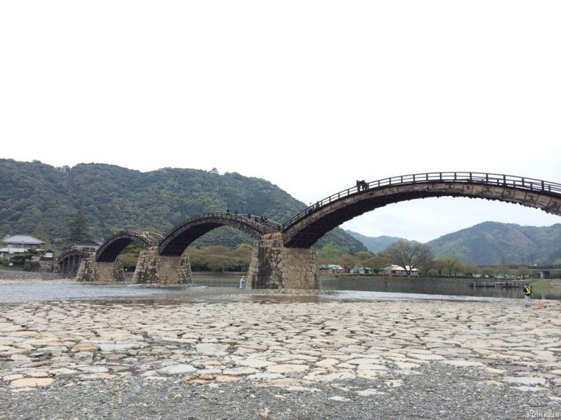岩國錦帶橋和岩國城,岩國城是在山上,要行山或坐纜車才能到