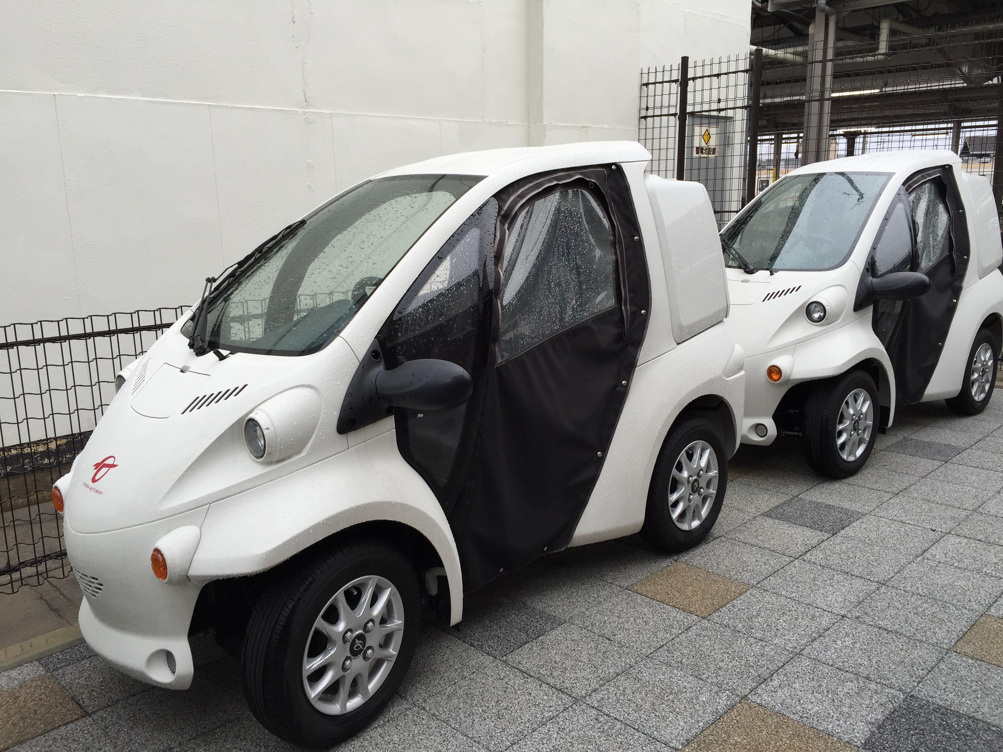 除了可以租單車後,還有小型車可以租,可惜我們不會駕駛