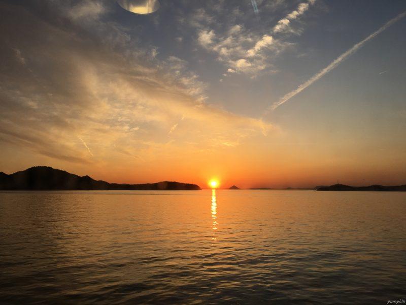 在船上欣賞日落