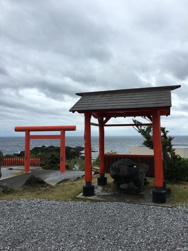 龍宮神社對著的就是長崎鼻