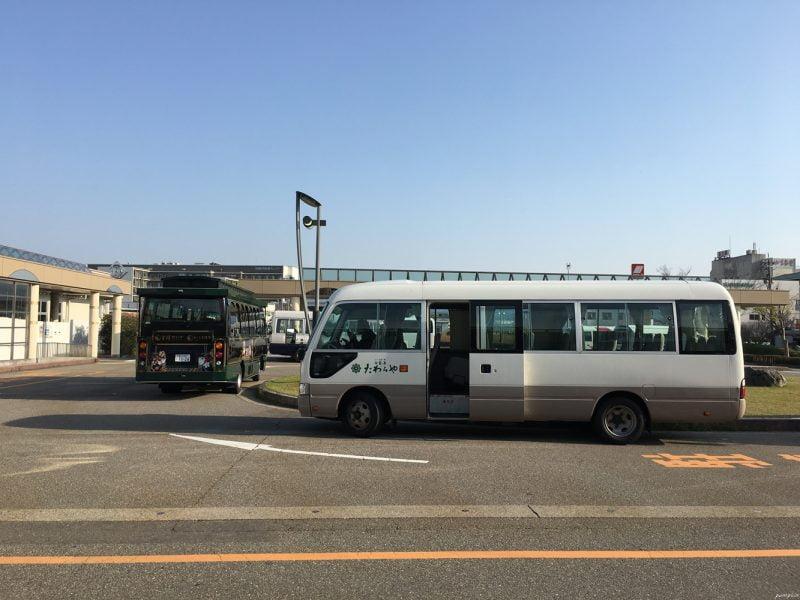 加賀溫泉站外的酒店接駁巴士