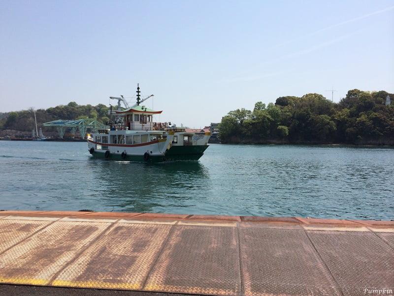 坐船往向島
