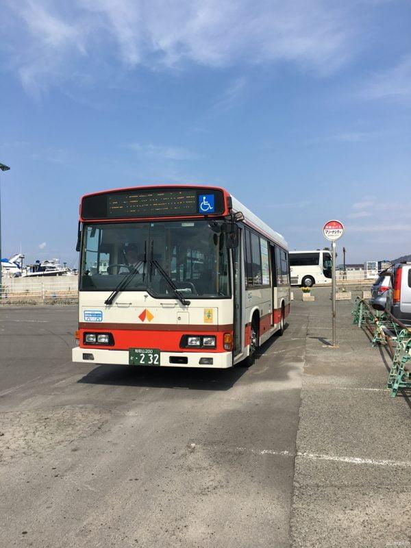 黑潮市場的巴士站