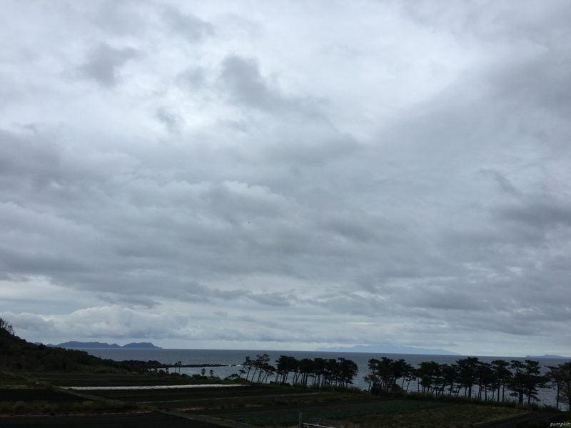 沿途都是厚厚的雲,阻擋陽光