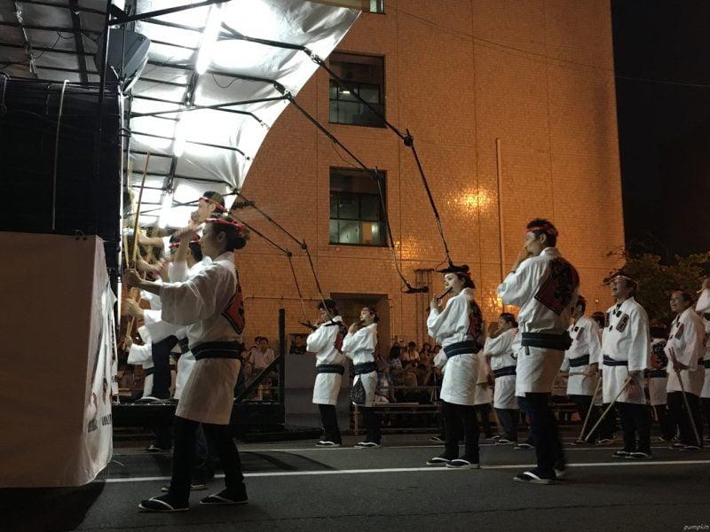 燈籠車後的伴奏樂團